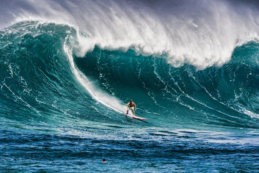 Surfing-in-Waimea-Hawaii